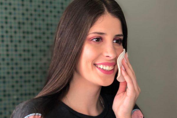 Como desmaquilhar o rosto?