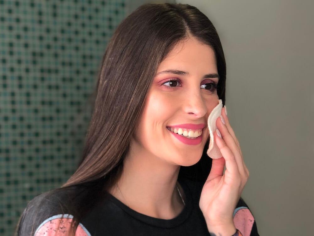 É prejudicial para a sua pele não desmaquilhar o rosto todos os dias